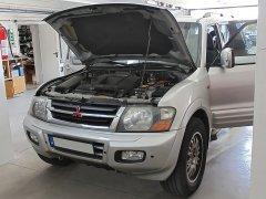 Mitsubishi Pajero 2001 - Tempomat (AP900, gyári kezelő), Parkradar (Rhino TR4K,TR4 Light), Riasztó (Rhino Z1M NN), Rádió (Kenwood)